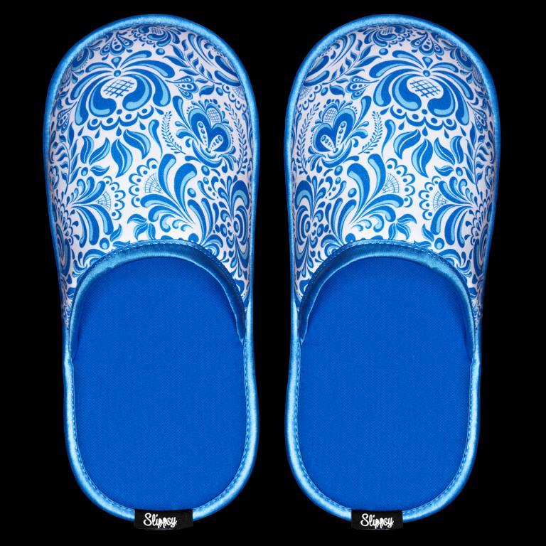 modro bílé pantofle s folklórním vzorem