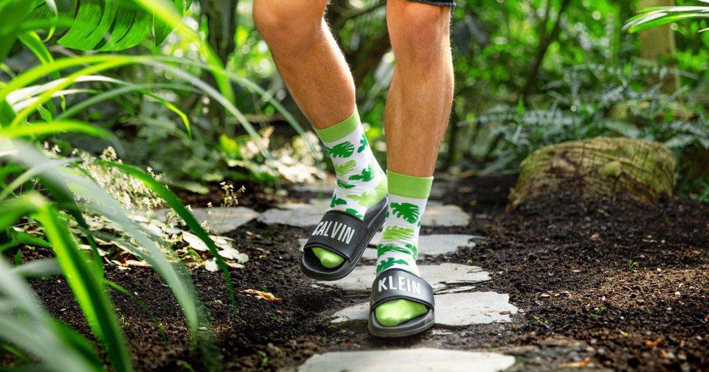 K papučiam a trenírkam pribudli ponožky
